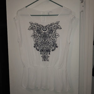 Elle - Embroidered Short Sleeve Top - Size Large